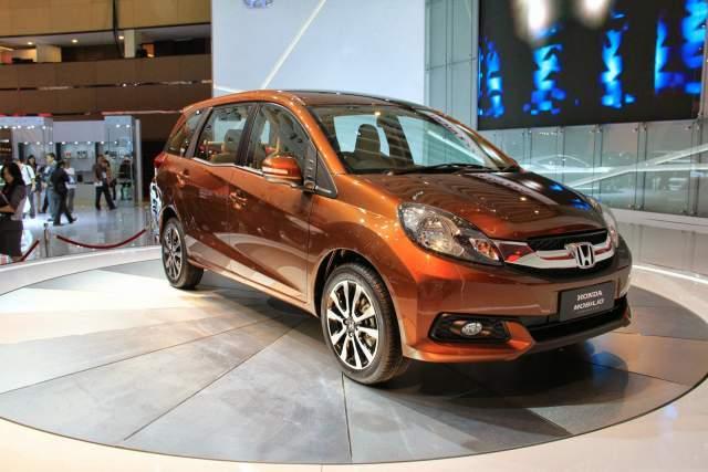 2016-Honda-Mobilio-front
