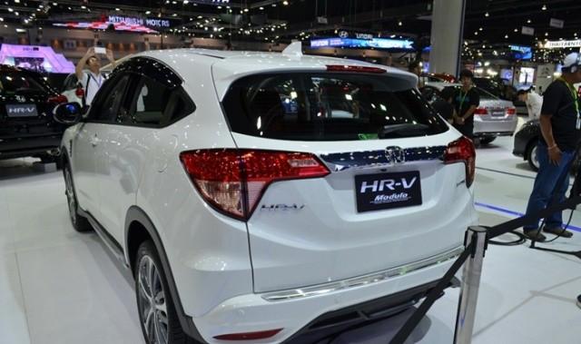 honda h-rv,mobil terbaru honda 2015,mobil terbaru honda,mobil terbaru honda h-rv,mobil honda h-rv tampak belakang,desain lampu honda h-rv,honda h-rv terbaru laris di thailand,honda h-rv ajang BIMS 2015,pameran mobil honda h-rv terbaru 2015