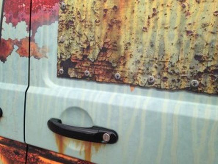 stiker mobil karatan