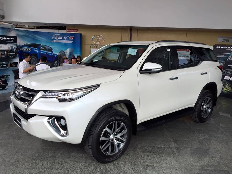 2016-Toyota-Fortuner-front-three-quarter-on-the-showroom-floor-post-unveil